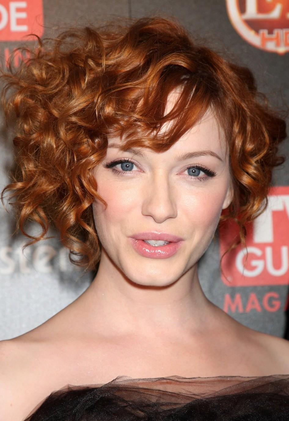 Фото ассиметричных стрижек на волнистых волосах