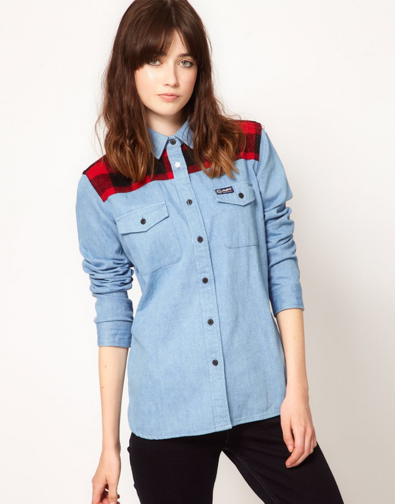 Модная джинсовая рубашка