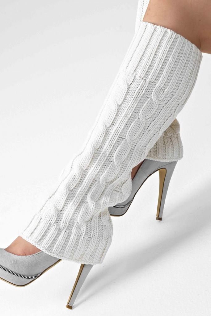 Гетры со светлыми туфлями