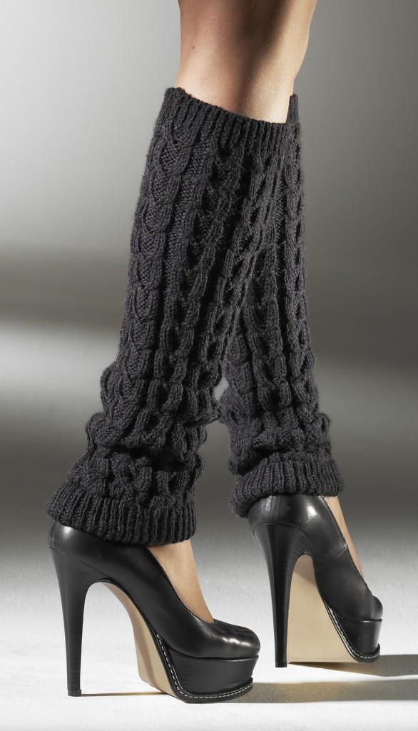 Гетры с черными туфлями