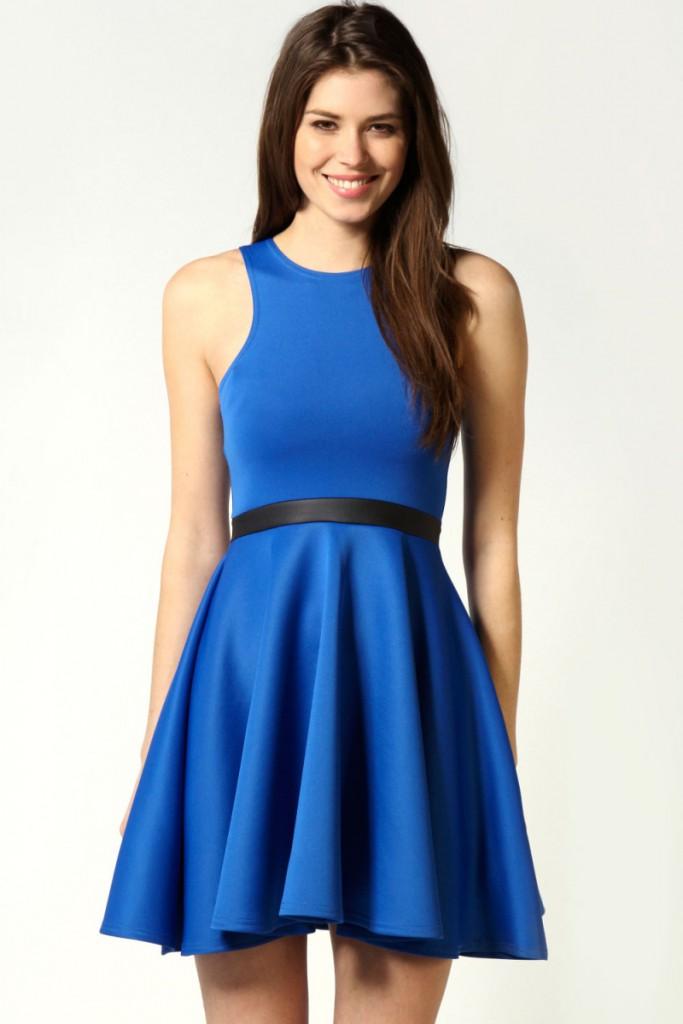 Красивое синее платье с расклешенной юбкой