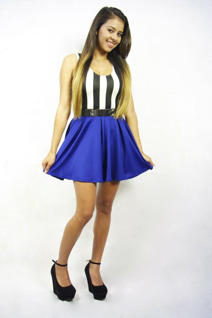 Синяя юбка солнце с полосатым топом