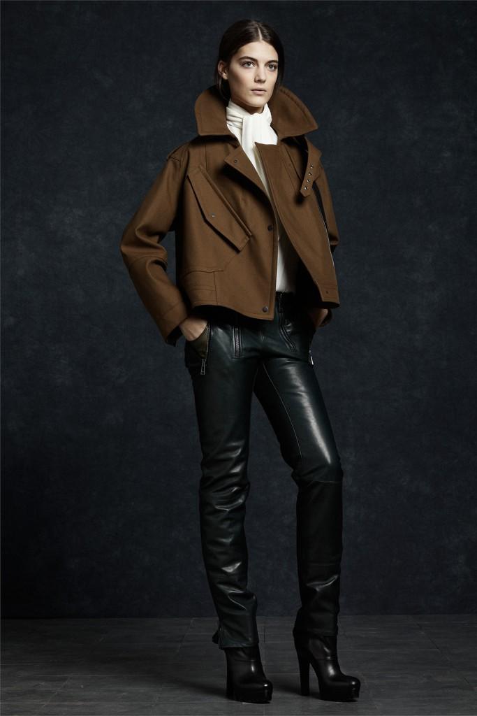 Женские кожаные брюки с пальто