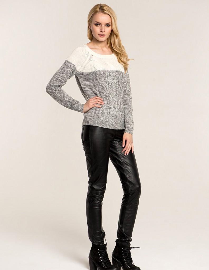 Женские кожаные брюки с джемпером