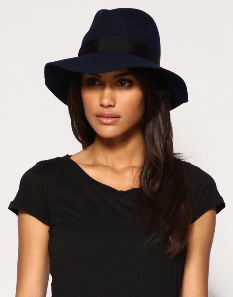 Стильная черная шляпа