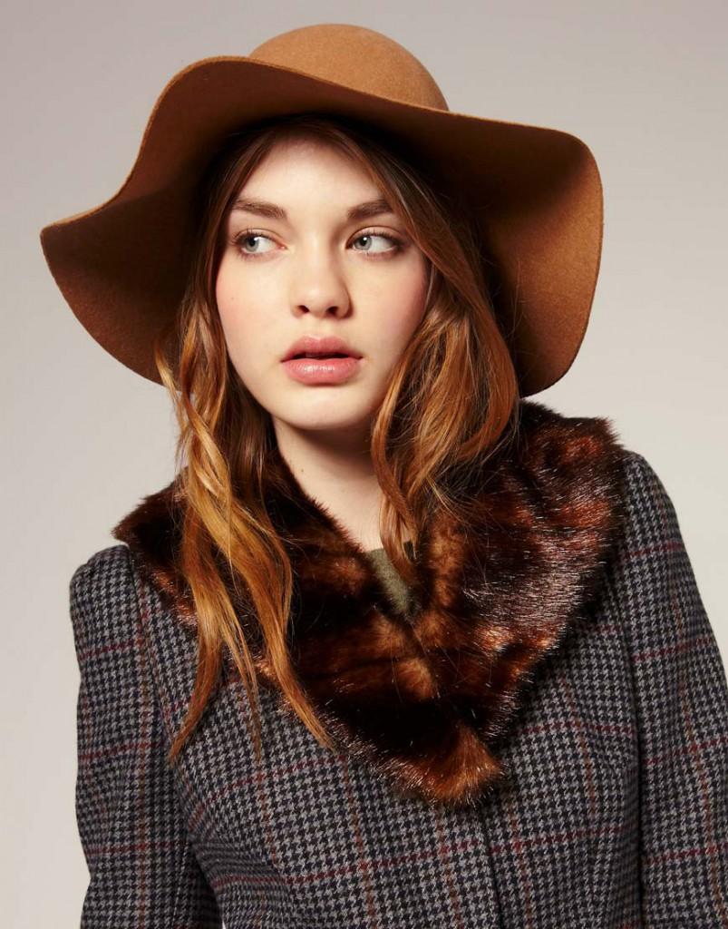 Модная широкая шляпа