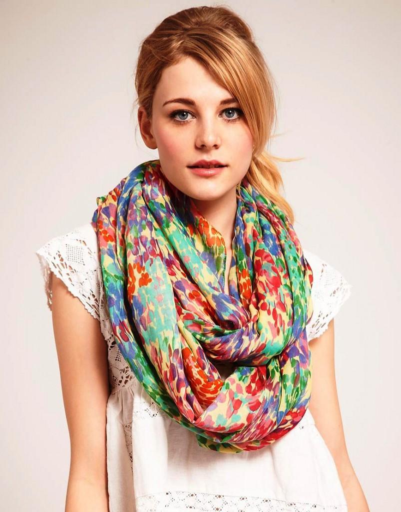 Яркий весенний шарф-снуд