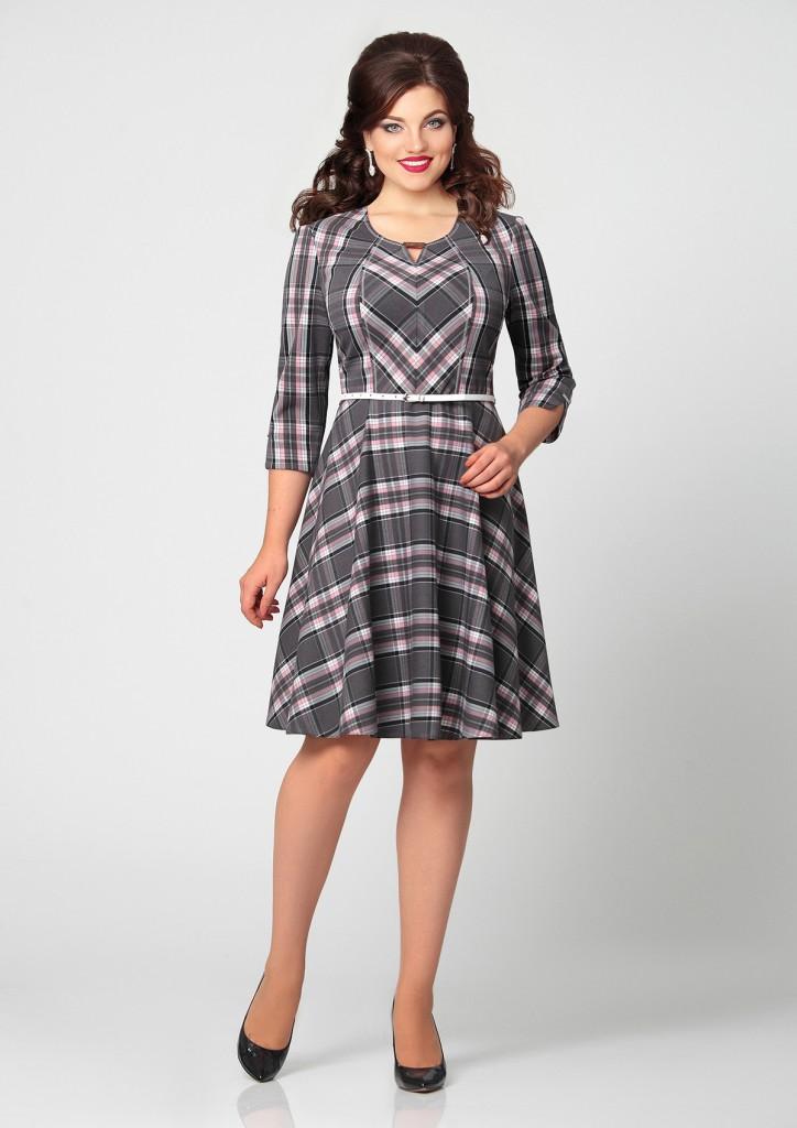 Стильное деловое платье в клетку для полных женщин