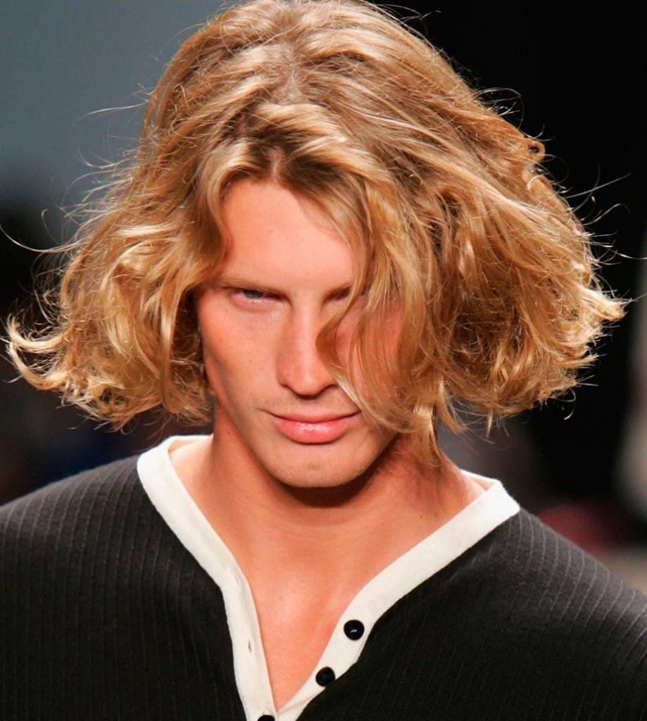 Мужская стрижка для волос средней длины
