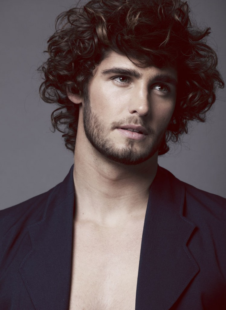 Завивка на мужские волосы