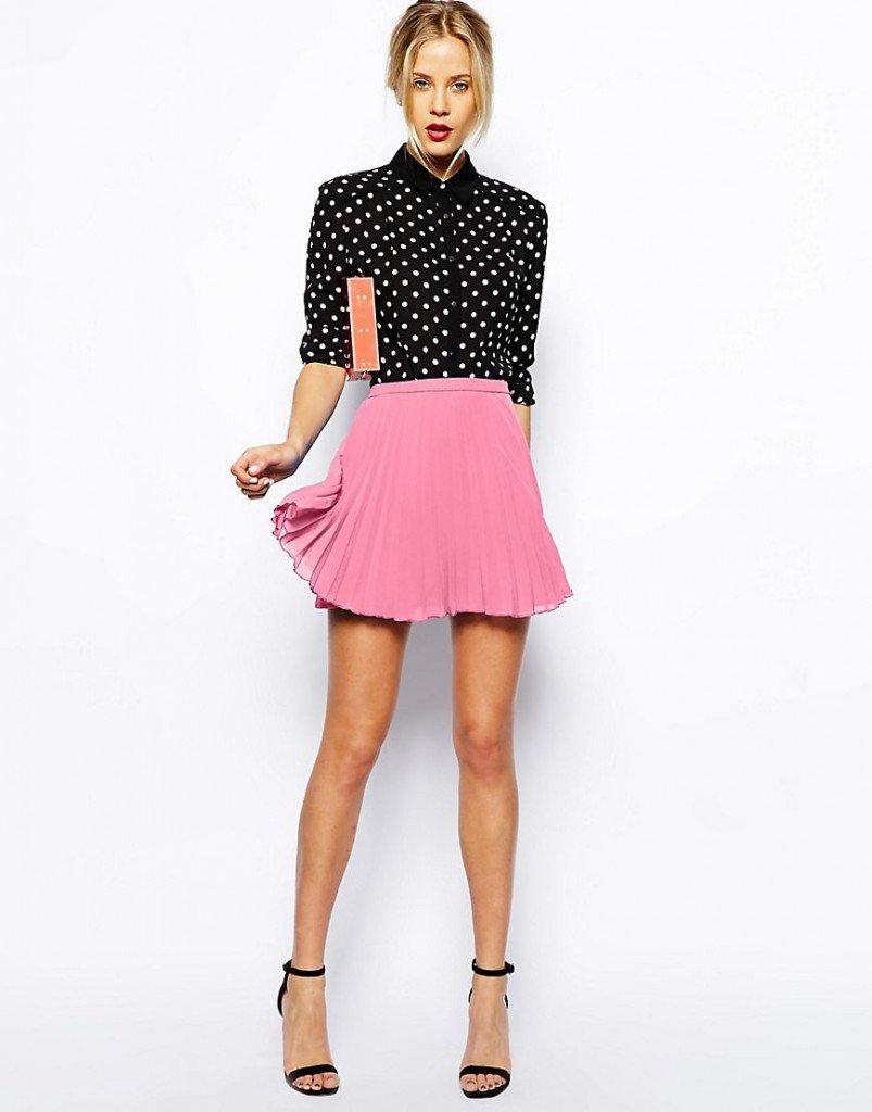 Розовая короткая юбка со  складками