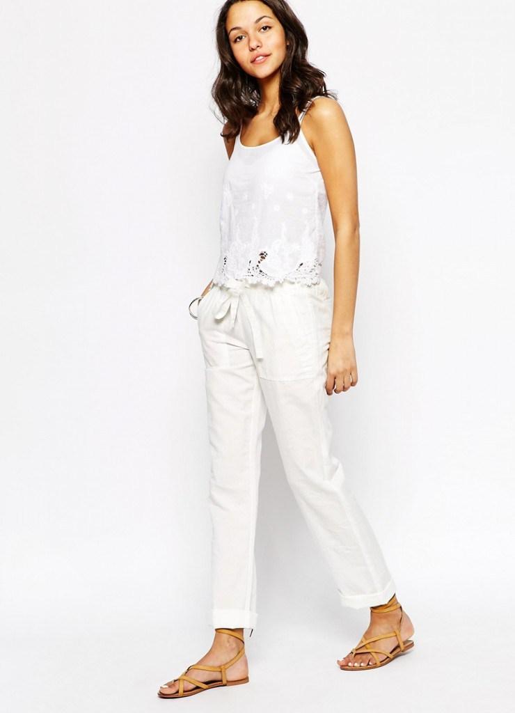 Белые короткие брюки из льна