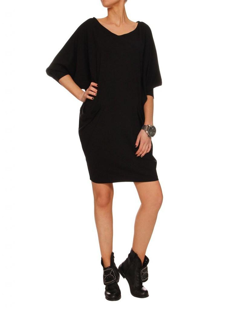Черное платье балахон с ботинками