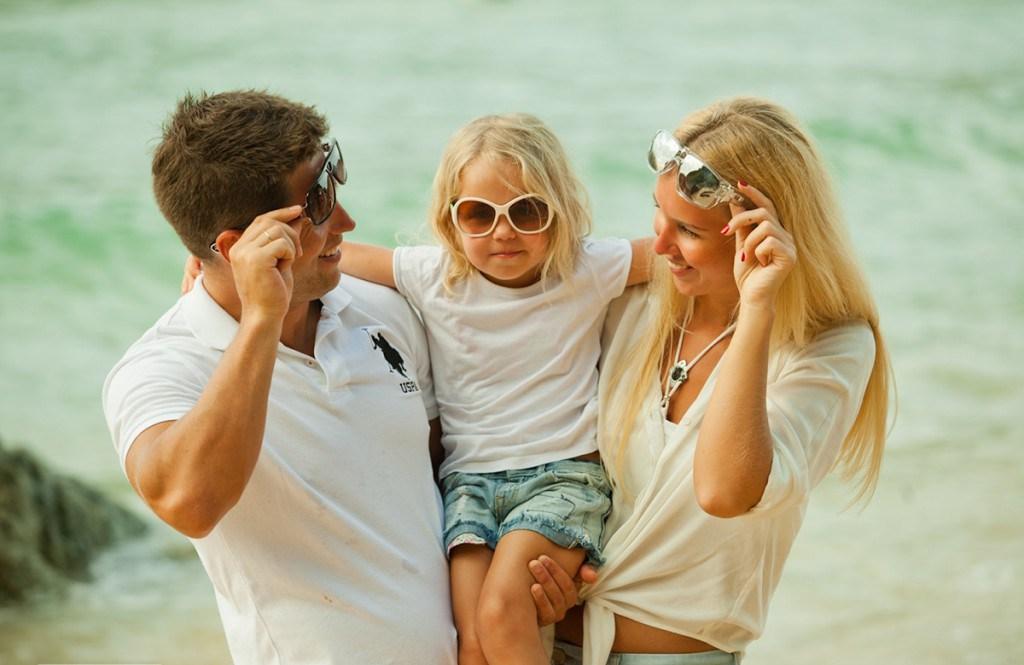 семья позирует фото