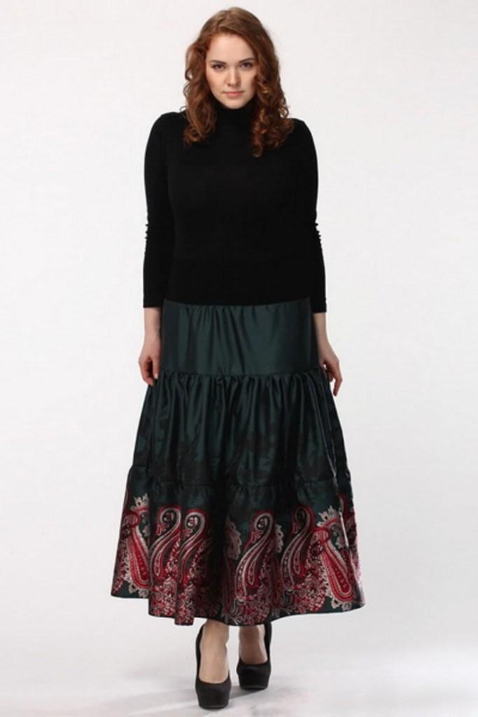 Темная юбка-клеш с рисунком для полных девушек