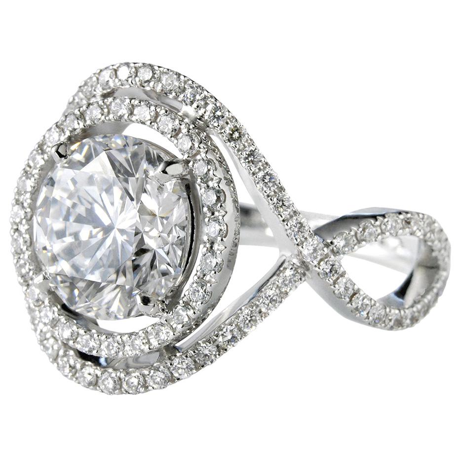 Шикарное золотое кольцо с россыпью бриллиантов