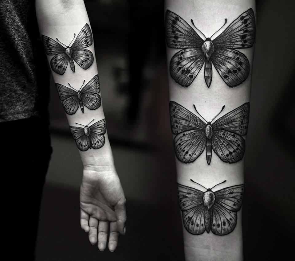 Женская татуировка бабочки на руке
