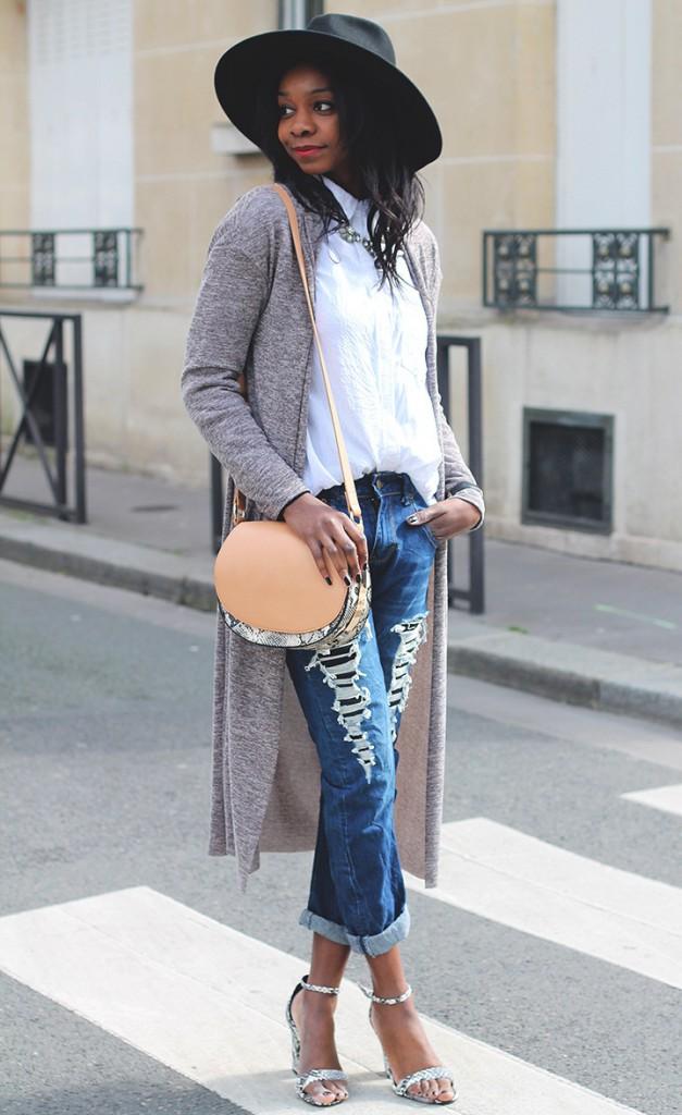 Стильный женский уличный образ с джинсами и шляпой