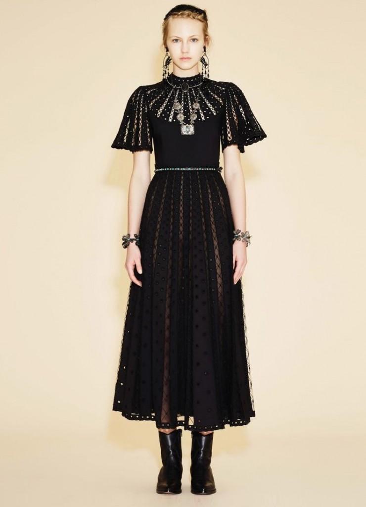 Готическое платье с узорами