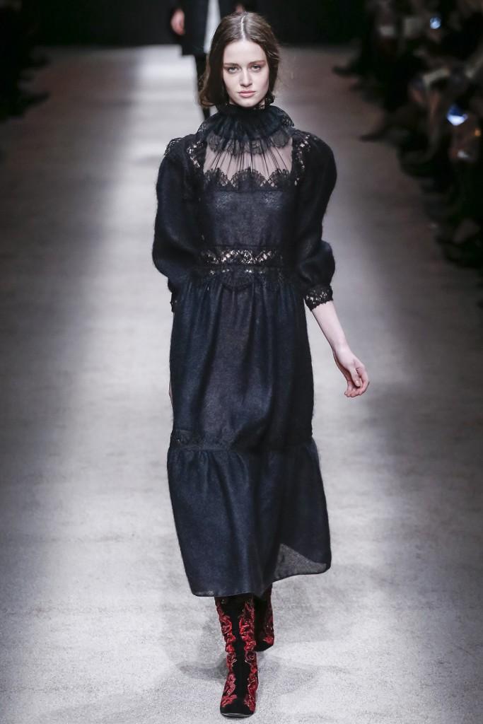 Готическое длинное платье