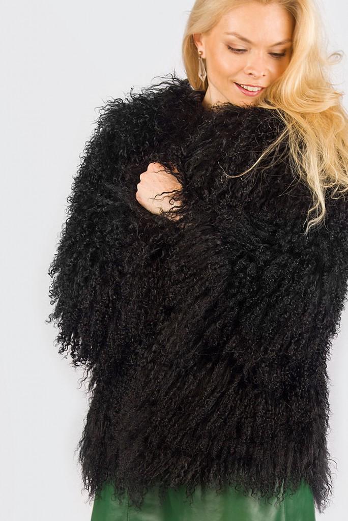 Модная черная шуба из ламы