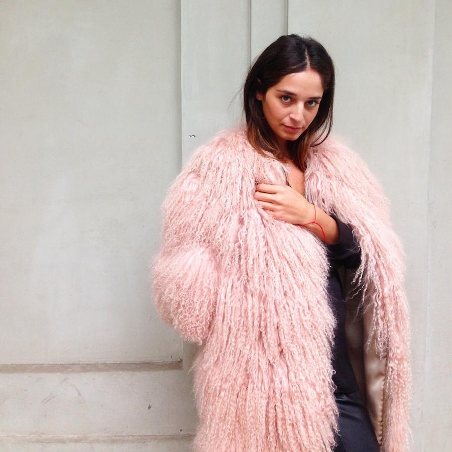Розовая кремовая стильная шуба из ламы