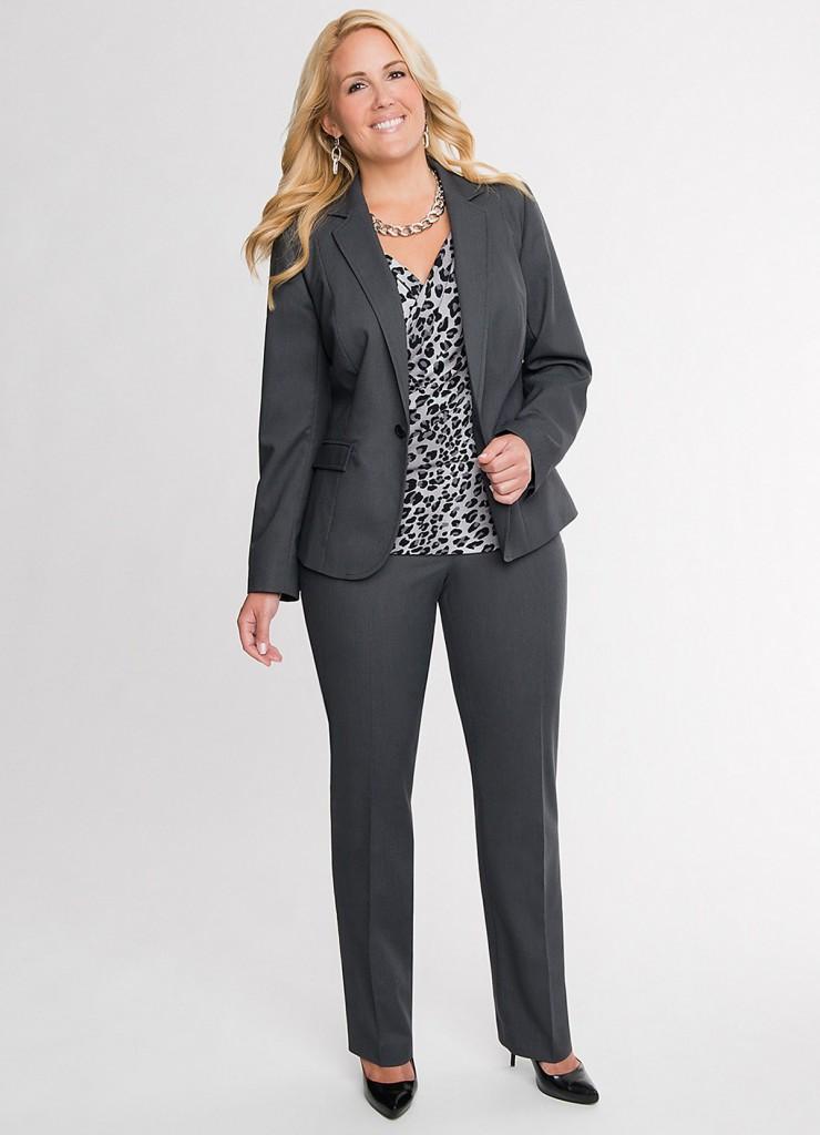 Серый легкий костюм для полных женщин