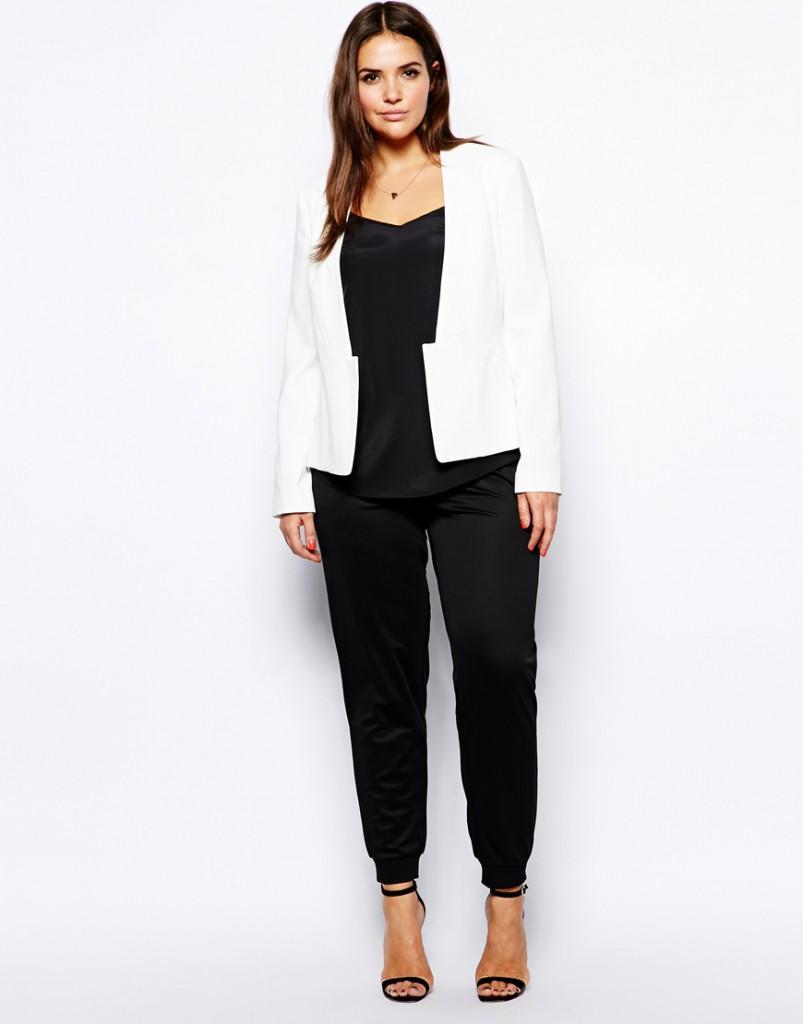 Модный костюм с белым пиджаком для полных женщин