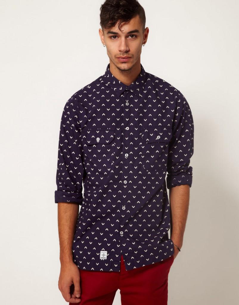 Модная мужская рубашка с принтом