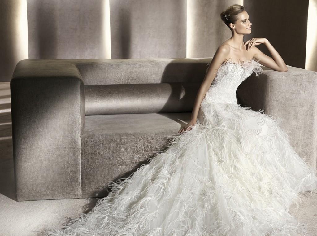 Модные вечерние и свадебные платья с перьями