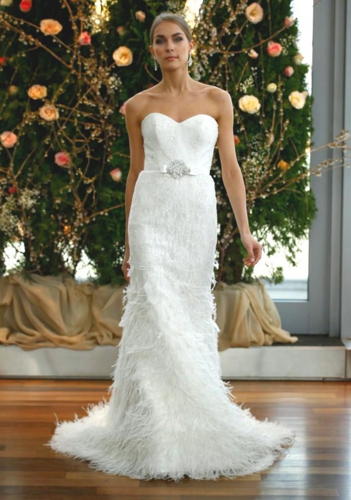 Белое свадебное платье с перьями