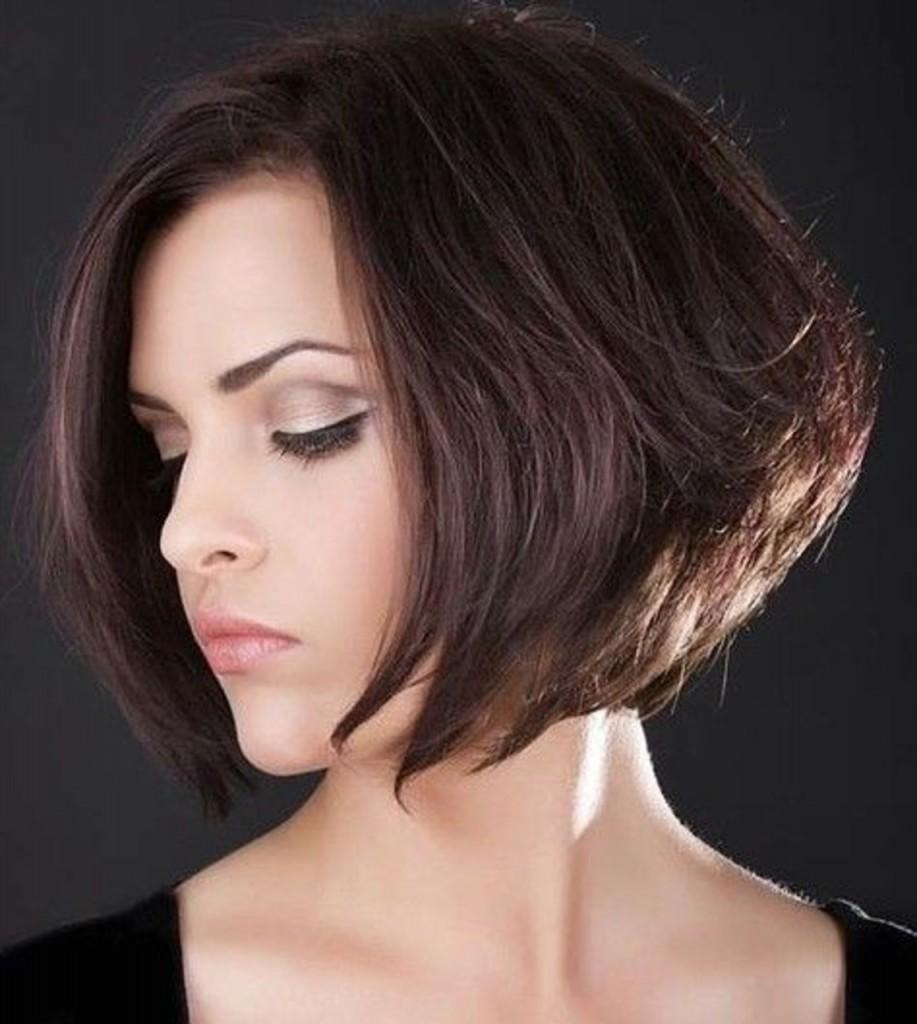 Каре с удлинением на темные волосы