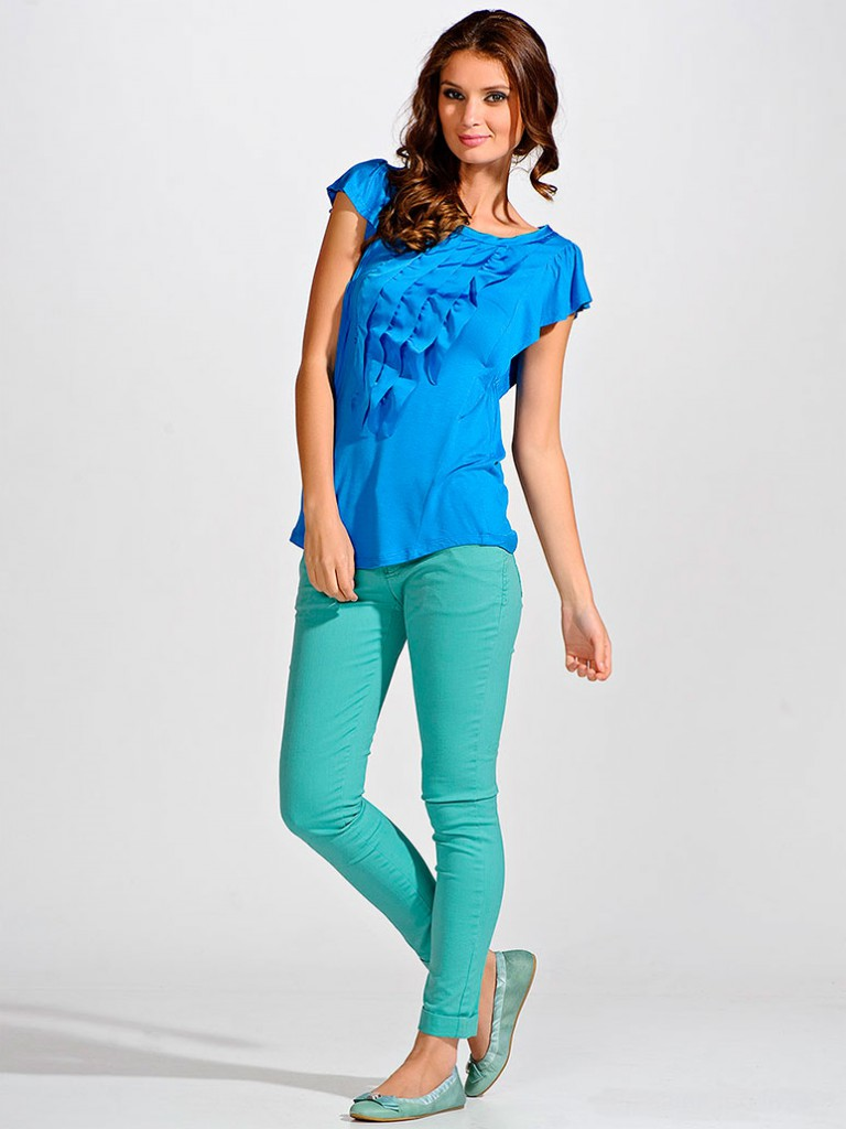 Модная синяя футболка