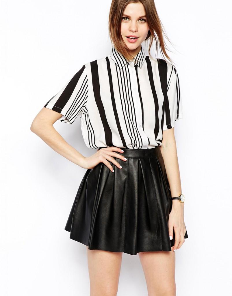 Белая женская рубашка в черную полоску
