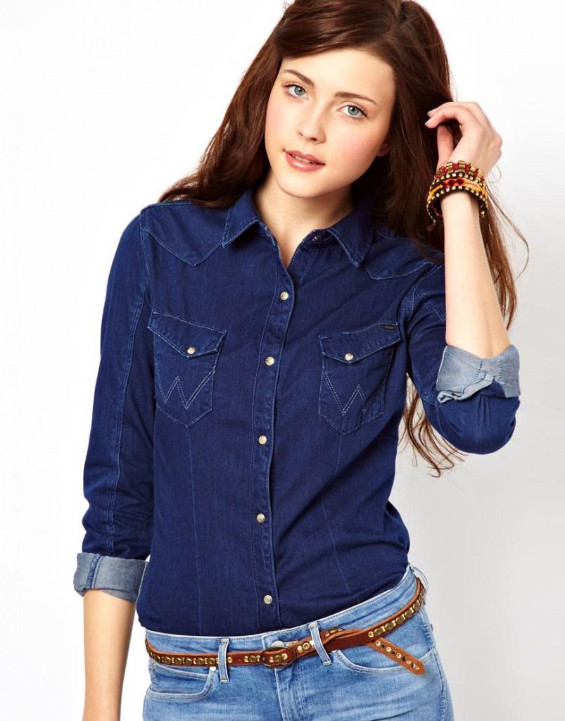 Женская рубашка из денима с подвернутыми рукавами