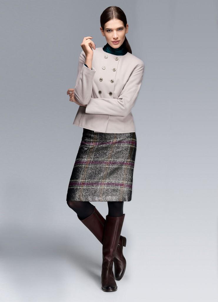 Короткое бежевое пальто для женщин за 40
