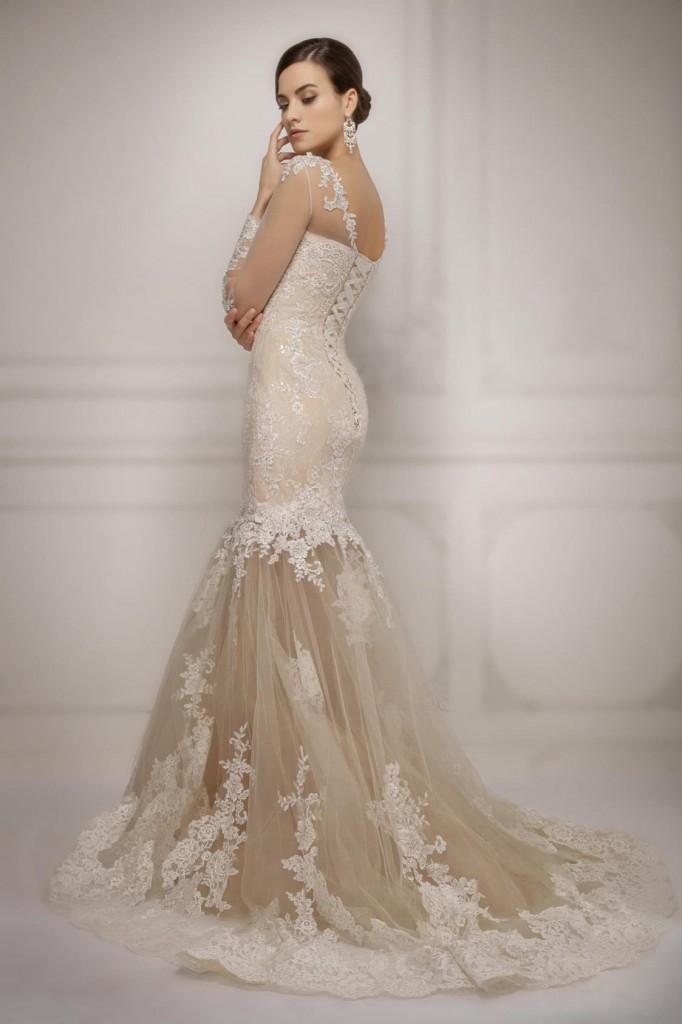 Свадебное кремовое платье со шлейфом