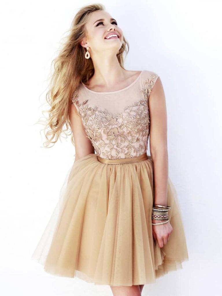 Кремовое платье с пышной юбкой на выпускной