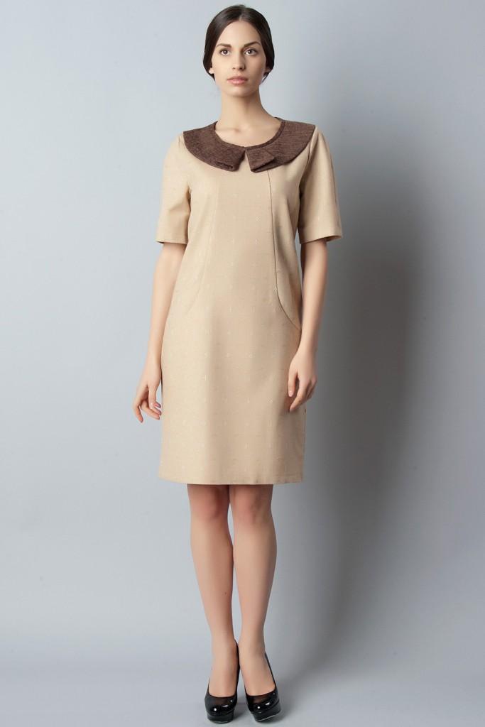 Кремовое платье с коричневым воротником