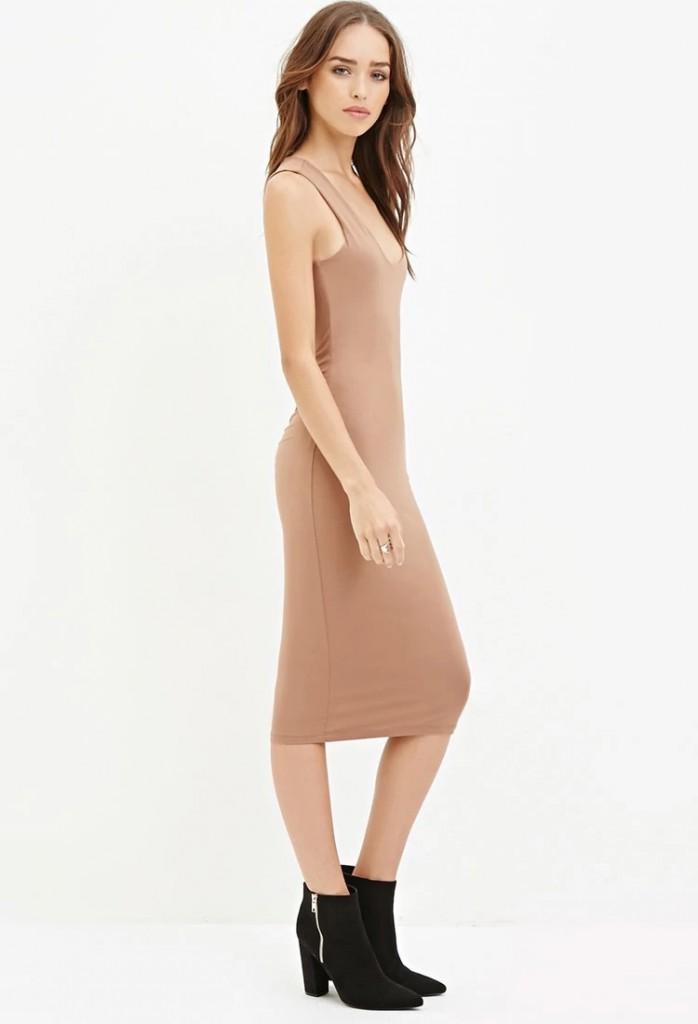 Кремовое обтягивающее платье