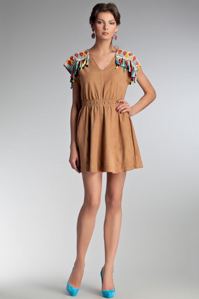 Замшевое платье с бирюзовыми туфлями
