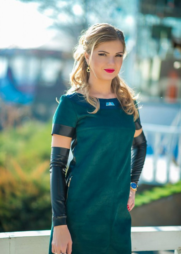 Зеленое замшевое платье
