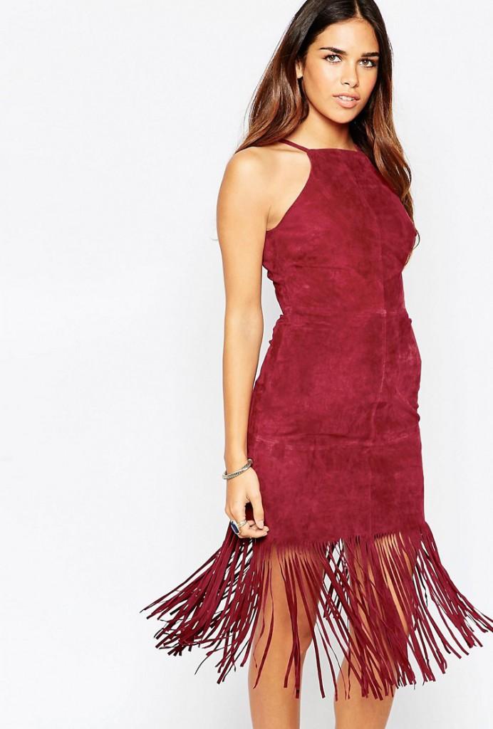 Красное замшевое платье футляр с бахромой