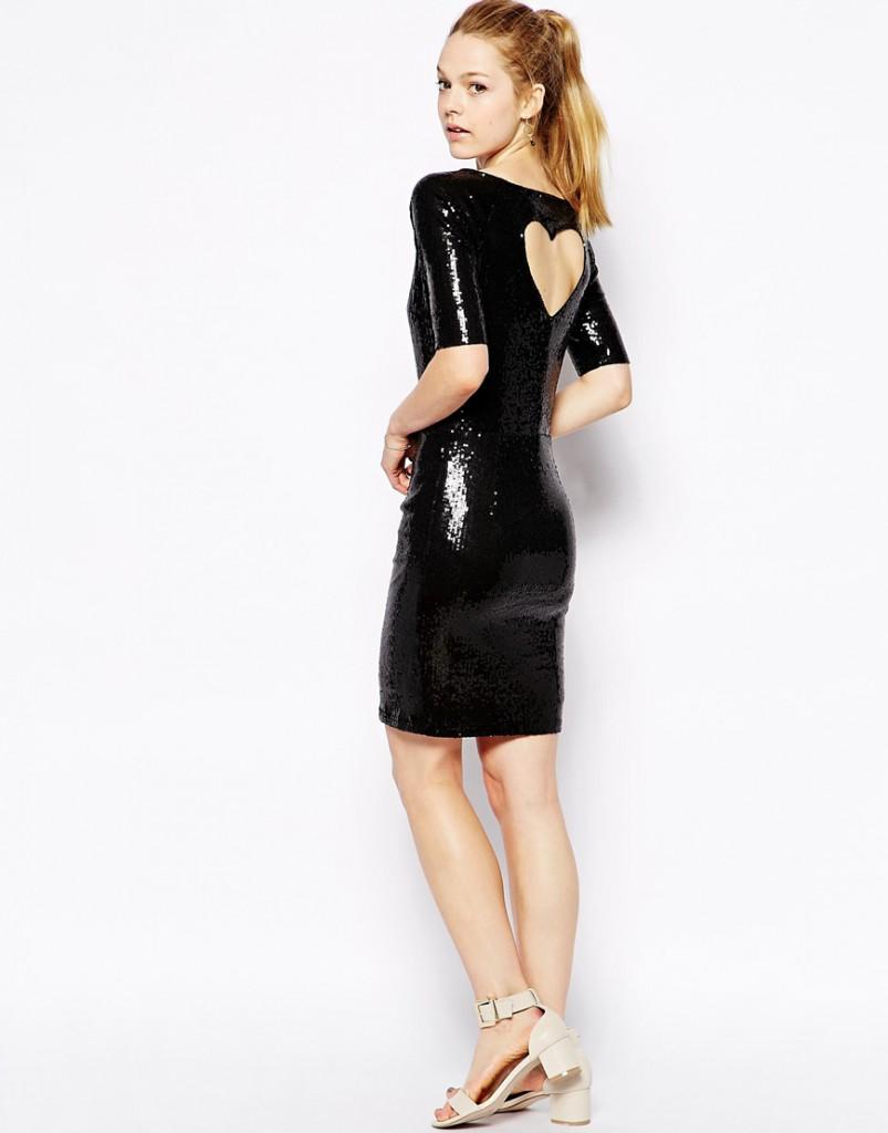 Черное блестящее платье с вырезом на спине