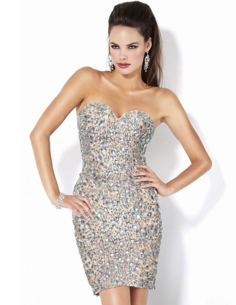 Светлое короткое блестящее платье