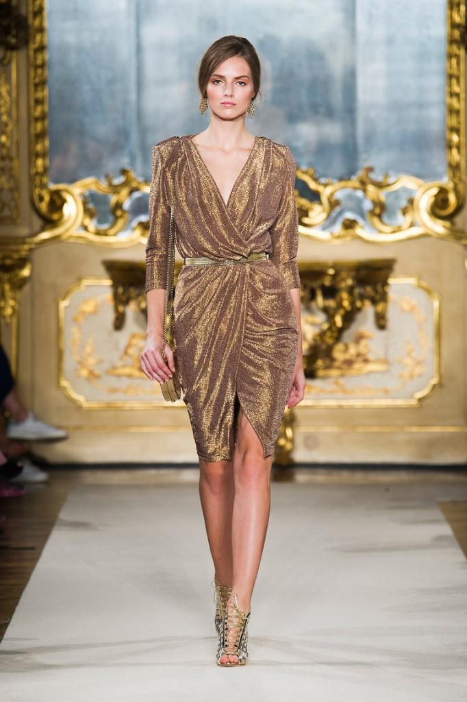 Золотое короткое блестящее платье
