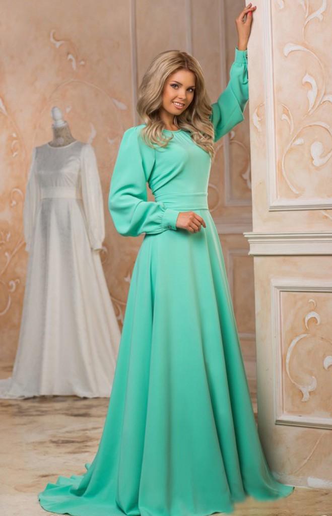 Зеленое красивое длинное платье