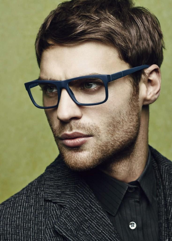 Мужские очки в черной оправе