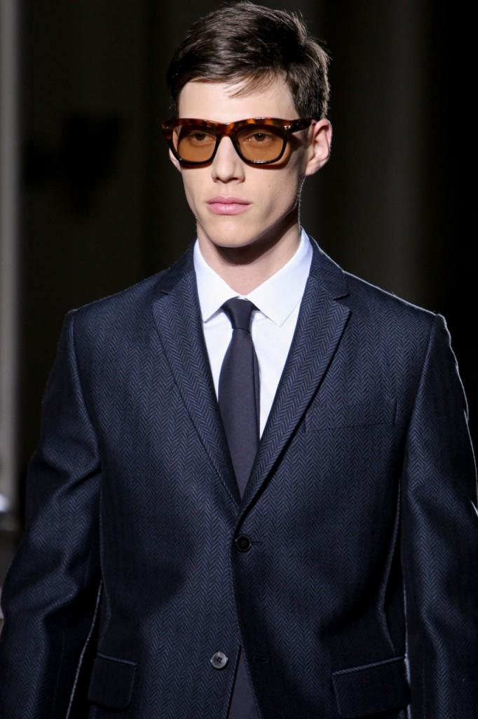 Солнцезащитные мужские очки  от Валентино