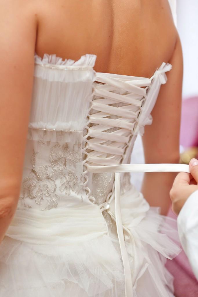 Зашнуровывание свадебного корсета